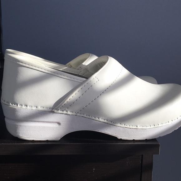 comfy white nursing shoes